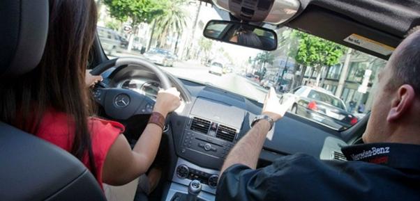 вчимося керувати автомобілем